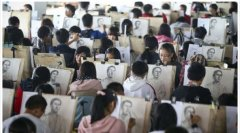 江苏近万名美术考生模拟艺考 场面壮观
